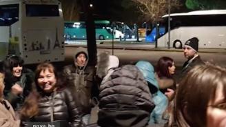 Туристи играха хоро пред повреден автобус при злополучна екскурзия до Италия