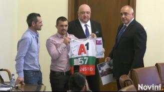 Борисов получи подаръци от Алберт Попов