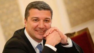 Драгомир Стойнев: Засега трябва да защитаваме парламентаризма извън парламента