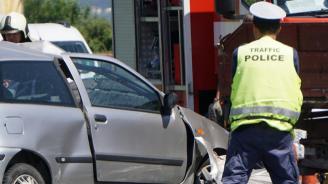 Пияна жена заби колата си в стълб