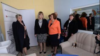 """Цачева откри """"Синя стая"""" в Ловеч за изслушване на деца, жертви или извършители на престъпления"""