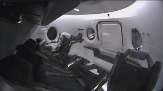 SpaceX изстреля космическа капсула с манекен на име Рипли към МКС