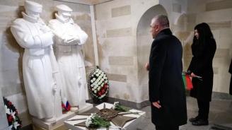 Веселин Марешки се поклони пред паметника Шипка