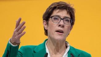 Лидерката на ХДС: Тоалетните за трети пол са за мъже, които не знаят дали ще седят, или ще са прави