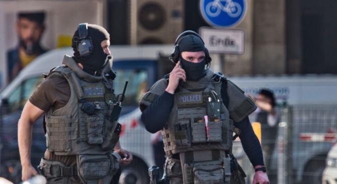 Трима атакуваха камион с пари в Германия, простреляха охранител