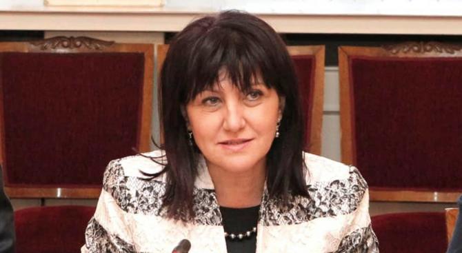 Снимка: Караянчева ще бъде официален гост на празнична среща на дами, завършили ТУ-София