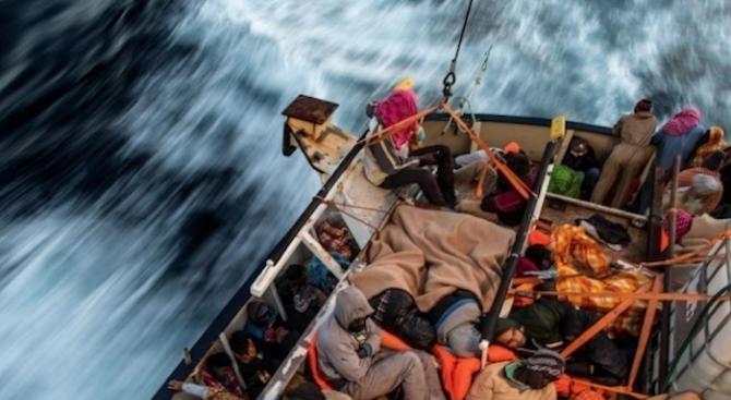 Трима мигранти, сред които две деца, загинаха, след като лодката