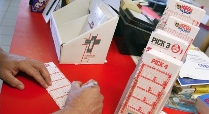 Безработен мъж от Ню Джърси спечели 273 млн. долара от лотарията и едва не изгуби печалбата