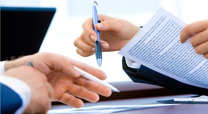 Американка прочете текста с дребен шрифт в договора си и спечели 10 000 долара