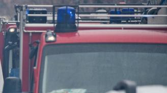 """Над 15 пожарникари се борят с огъня край магистрала """"Тракия"""""""