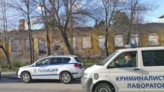 Откриха труп на циганин в бившите казарми в Хасково