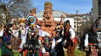 Деца от Бургас пресъздадоха Кукеровден