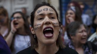 Испанските партии обсебват Осми март в кампаниите си
