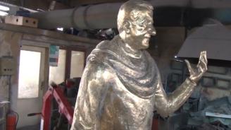 Откриват двуметрова статуя на Велко Кънев в Елхово