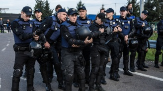 15 украински полицаи са ранени при сблъсъци с крайно десни демонстранти