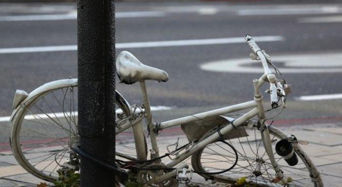 Бус помете две възрастни велосипедистки край Пазарджик, едната загина
