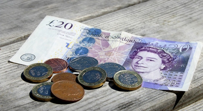 Отчитат ръст на британската лира