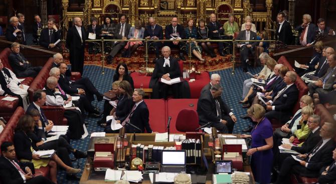 Британският парламент ще гласува дали да се отложи Брекзит