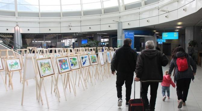 Детски рисунки от конкурса за ЕДЕН дестинациите посрещат пътниците на Летище София