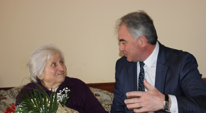 Кметът на Плевен е поздравил  съгражданка по повод на  100-годишнината ѝ