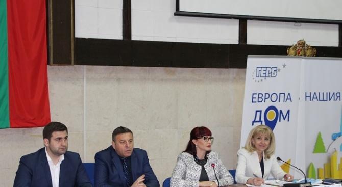 """Снимка: Петя Аврамова: 40,6 км от АМ """"Струма"""" остават за доизграждане"""