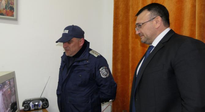 Младен Маринов посети полицейския участък в с. Балван