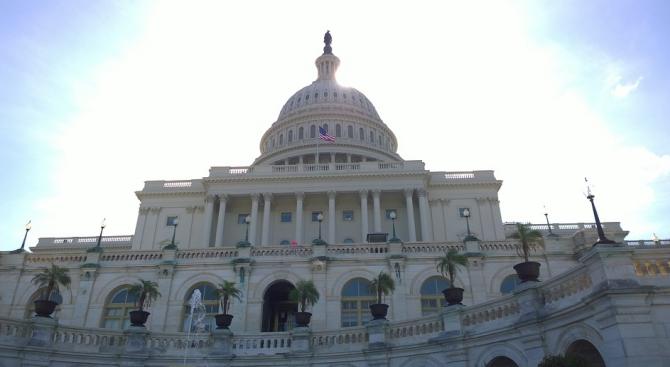 Сенатът на САЩ прие резолюция за отмяна на въведеното от Тръмп извънредно положение