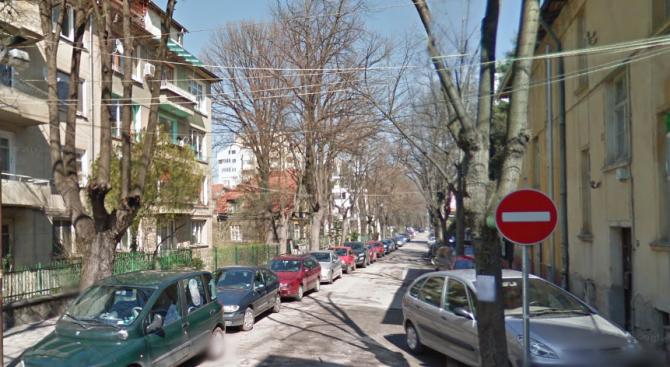 """Временно се забранява паркирането в участък на ул. """"Елин Пелин"""""""
