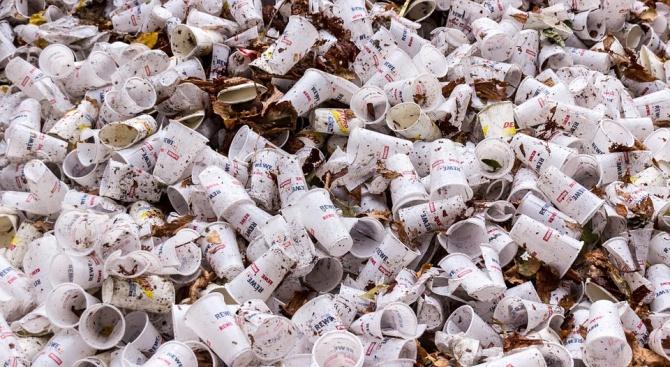 Намаляват значително пластмасовите изделия за еднократна употреба
