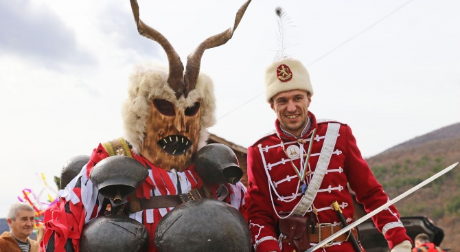 """Фестивалът """"Сурва"""" се проведе в град Земен днес. Учреден по"""