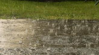 Жълт код за обилни валежи и силен вятър в 21 области утре