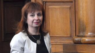 """Зорница Русинова: Децата се учат да бъдат добри и като """"влизат в обувките"""" на различните от тях"""