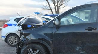 Шофьорка се заби в тролейбусен стълб във Варна