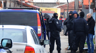 Полиция и жандармерия блокираха ромската махала на Бургас