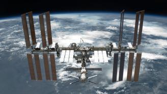 Руски космически кораб с тричленен екипаж се скачи с МКС