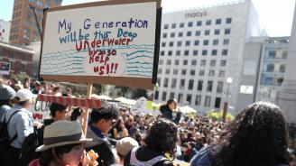 Хиляди протестираха в САЩ в защита на климата, има и арести