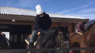 Корнелия Нинова язди кон на Тодоровден