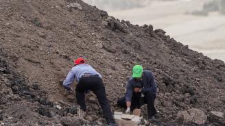Роднини на жертвите в Етиопия получиха пръст от мястото на авиокатастрофата