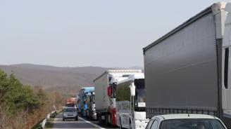 "Автомобил падна от платформа и блокира АМ ""Тракия"" край Пловдив"