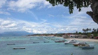 Земетресение на индонезийския туристически остров Ломбок уби двама