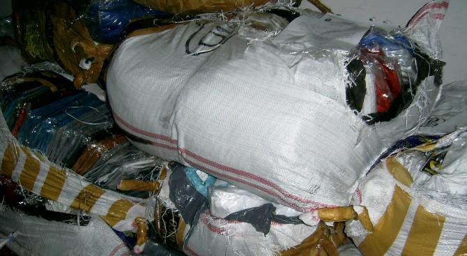 Полицаи иззеха стоки с лого на защитени марки от търговски