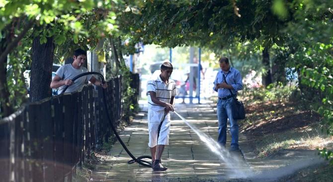 Започна пролетното миене на пловдивските улици