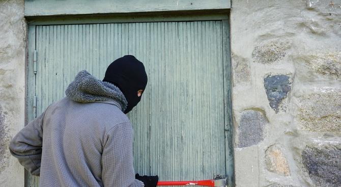 За серия от нагли кражби, сигнализира читател на Novini.bg. Собственикът
