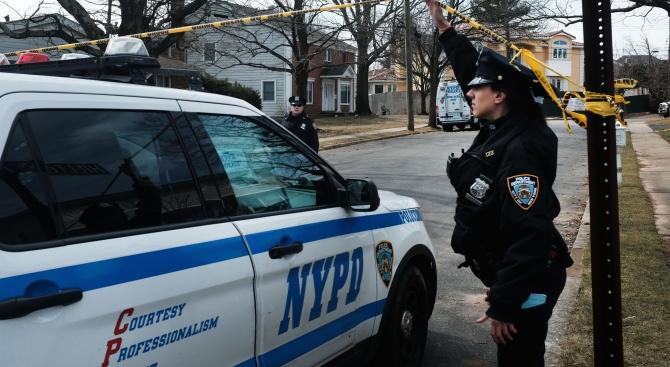 Трима души пострадаха при престрелка в нюйоркския район Източен Харлем,