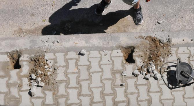 Прокуратурата подхвана председателя на БСП в Карабунар, който се опита да открадне плочки