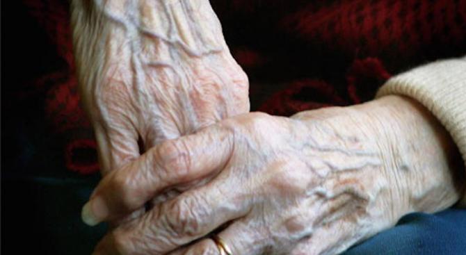 """Поредна възрастна жена оказа съдействие на """"полицейски служители"""""""