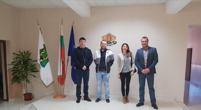 Народният представител от ГЕРБ – София област Васил Цветков проведе