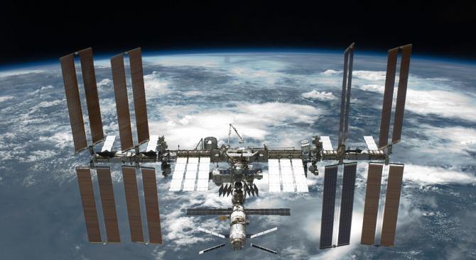 Астронавти от НАСА ще излязат на космическаразходка на 22 и