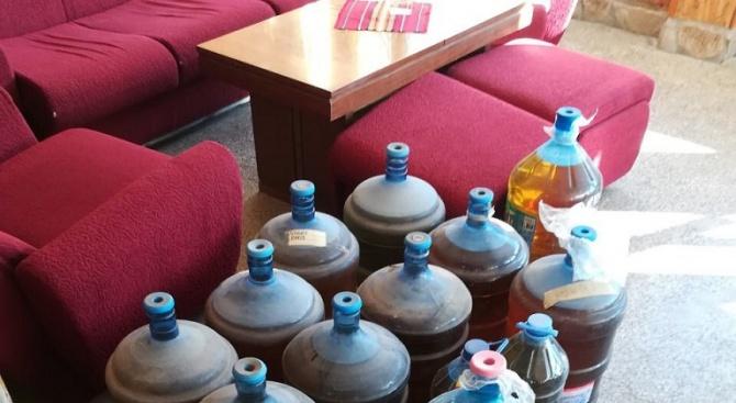 Спипаха половин тон нелегален алкохол в килер на туристическа база край Варна