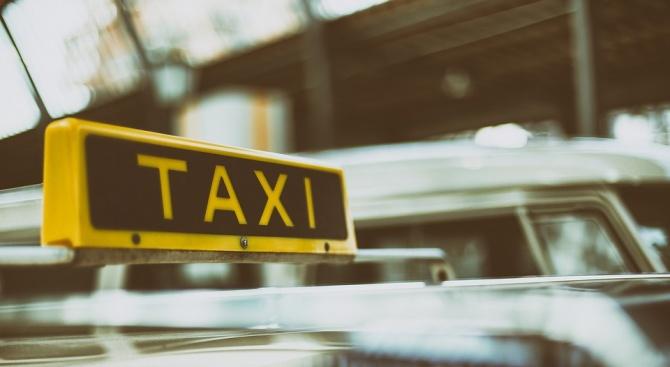 Масов протест на таксиметрови шофьори се провежда днес на площад